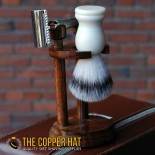 Round wood double edge razor and shaving brush stand